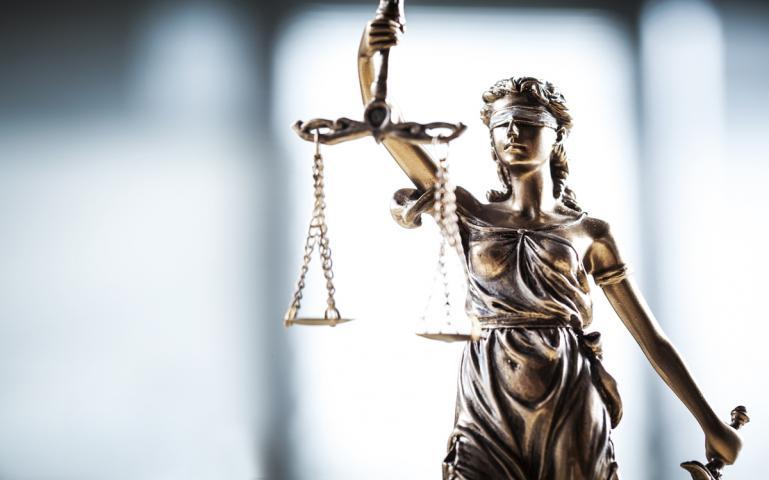Avukat Tutmak